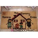 Zerbino Personalizzato da interno - Fumetto Famiglia e Nomi - in cocco naturale cm. 100x50x2 LOVEDOORMAT Marchio Registrato Handmade in Italy