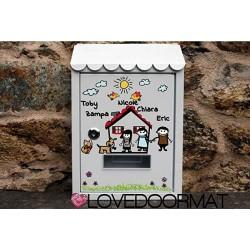 """Cassetta postale Personalizzata""""Fumetto Famiglia"""" in acciaio dipinto cm. 30x21x6 LOVEDOORMAT Marchio Registrato Handmade in Ital"""