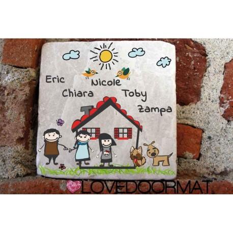 """Targa Personalizzata """"Fumetto Famiglia e Nomi"""" dipinta su marmo cm. 10x10 LOVEDOORMAT Marchio Registrato Handmade in Italy"""